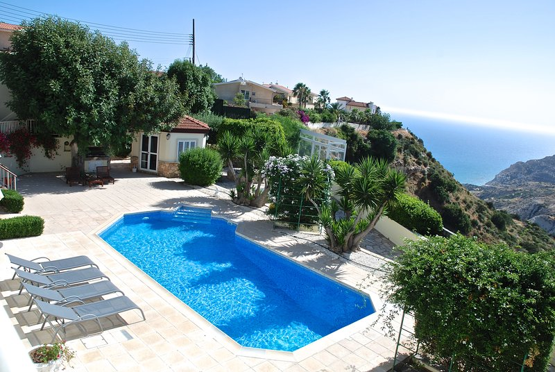Víla Me Théa - Villa with a view, holiday rental in Pissouri