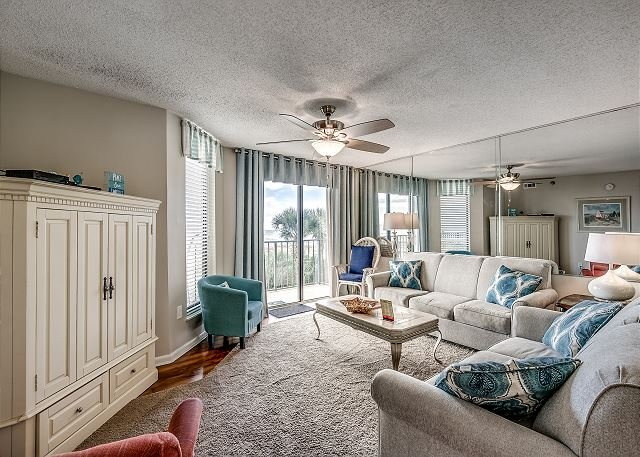 Recently Updated Oceanfront Condo w/great views + FREE DAILY ACTIVITIES!, holiday rental in North Myrtle Beach