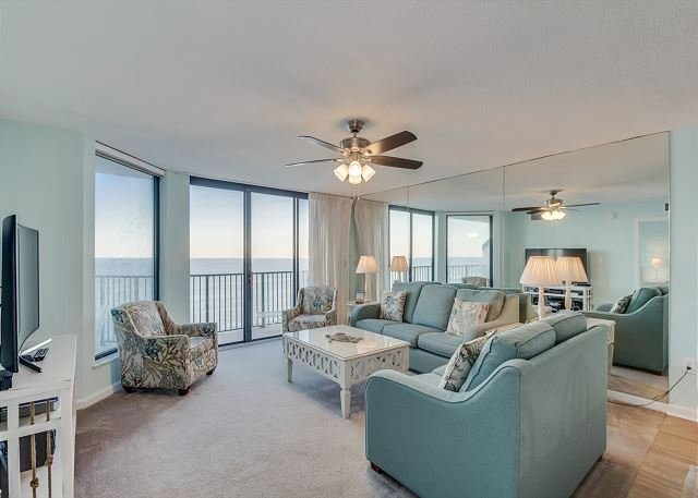 Recently updated oceanfront unit, wonderful views + FREE DAILY ACTIVITIES!!!, holiday rental in North Myrtle Beach