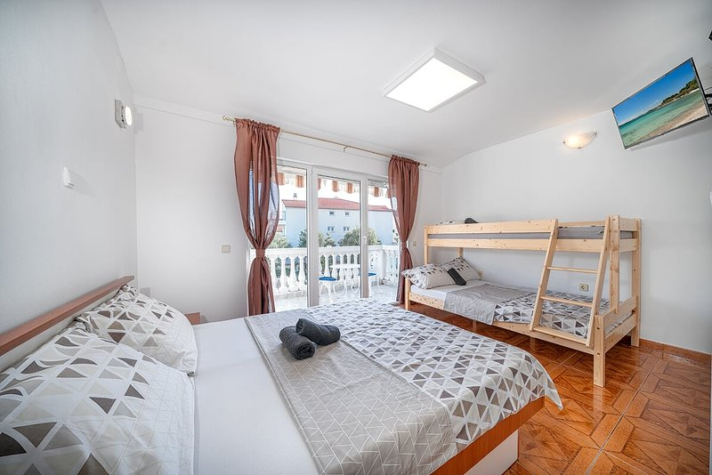 Appartements KATICA -3, holiday rental in Prvic Sepurine