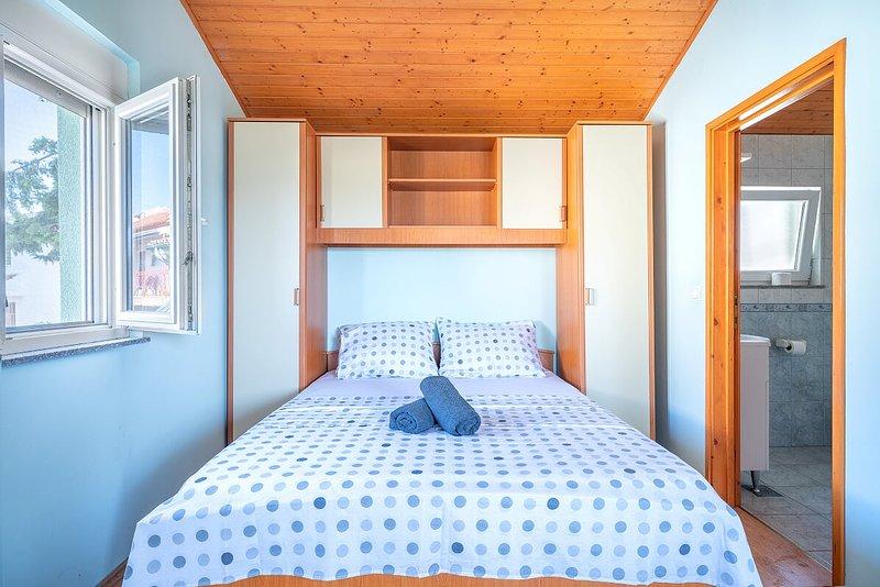 Appartements KATICA -5, vacation rental in Prvic Sepurine
