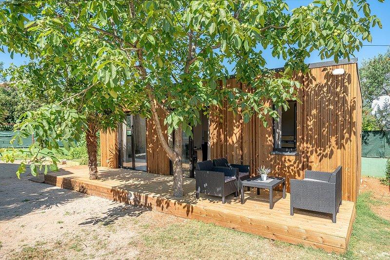 Chalet LEO - CAMPING DOM SRIMA, vacation rental in Prvic Sepurine