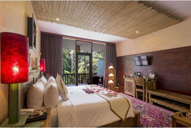 Luxury Taste Deluxe Suite - Breakfast W/ lovely Staff       (Jungle ret13), location de vacances à Kedewatan
