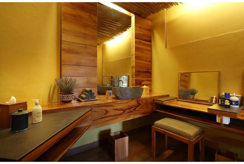 Family Deluxe Grande Suite - Breakfast W/Lovely Staff        (jngle ret13), vacation rental in Marga