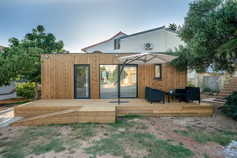 Chalet PIERRE - CAMPING DOM SRIMA, vacation rental in Prvic Sepurine