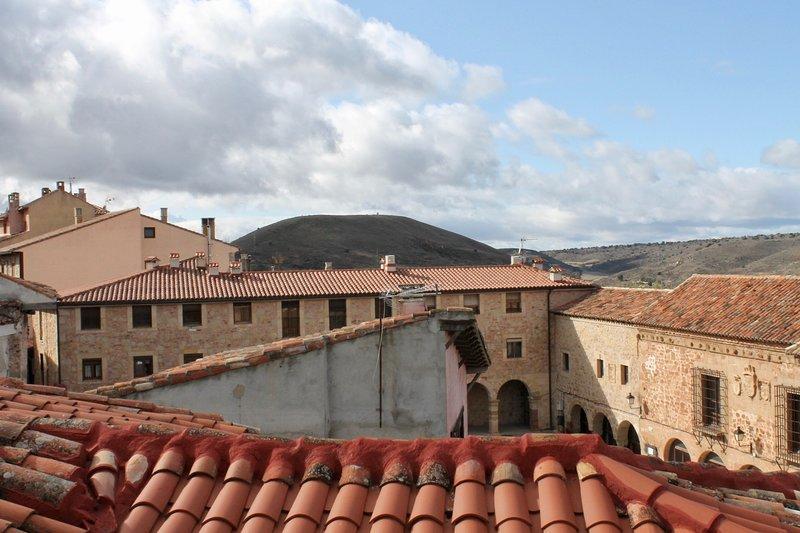 CASA RURAL LA PINOCHA, vacation rental in Mirabueno