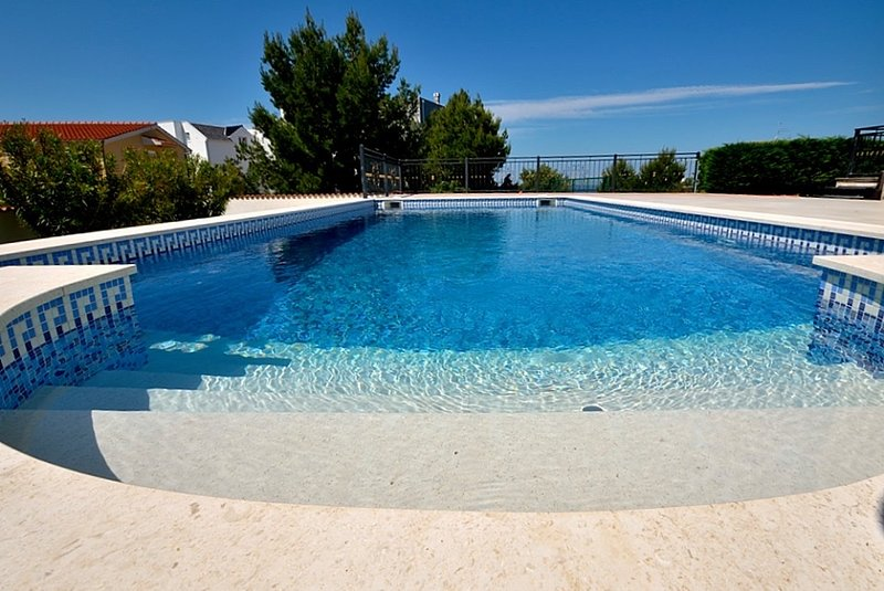 Deluxe Apartments : 1 or 2 bedrooms, pool, sea view, holiday rental in Primosten