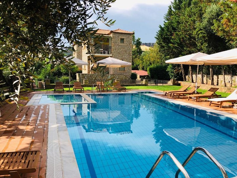 Villas Lithos, Stone House 1, vacation rental in Stoupa