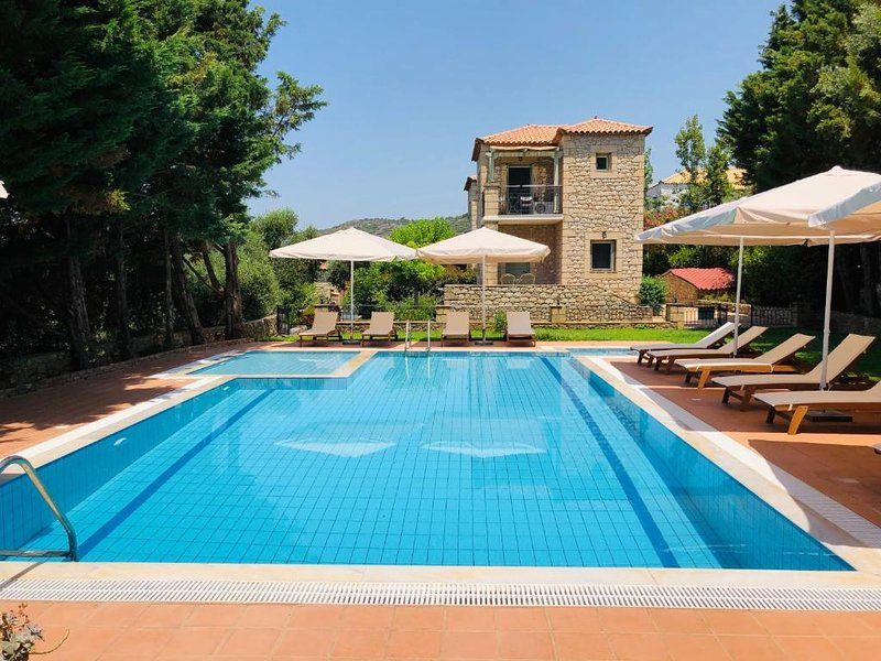 Villas Lithos, Stone House 2, vacation rental in Stoupa