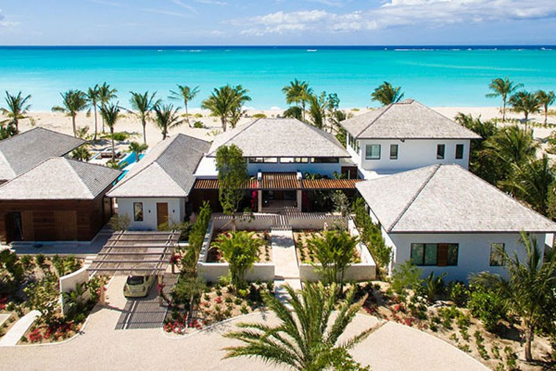 Villa Hawksbill | Beach Front - Located in Magnificent Grace Bay with Private, vakantiewoning in Leeward
