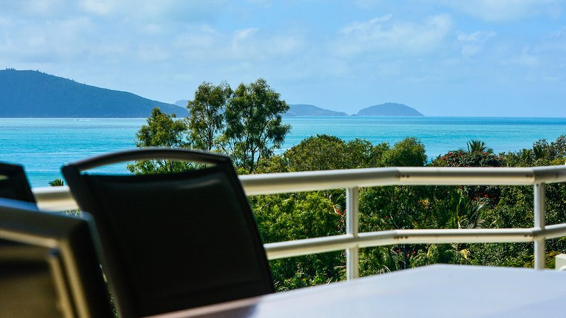 Poinciana 101 Hamilton Island Ocean View 3 Bedroom With Buggy, vacation rental in Hamilton Island