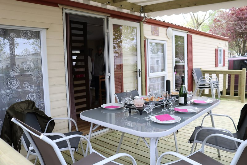 Mobil- home et panier gourmand, vacation rental in Gastes