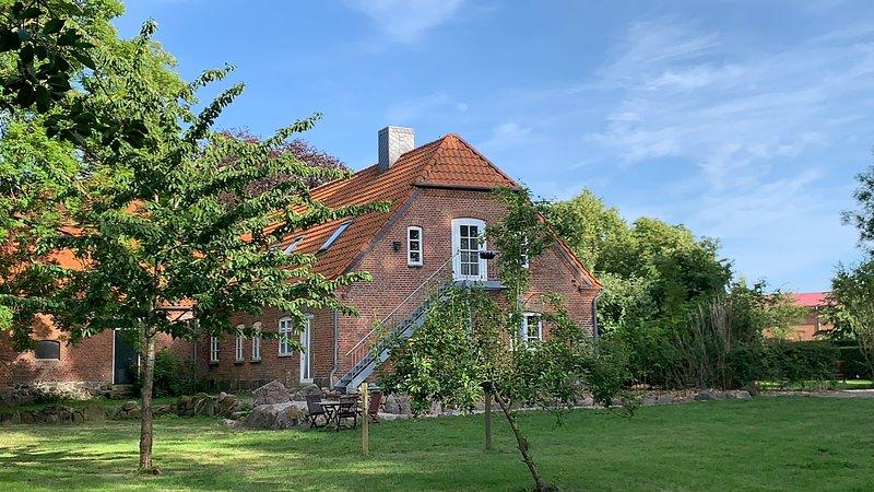 Gutshof Rothensande - Alte Schmiede OG, holiday rental in Ulsnis