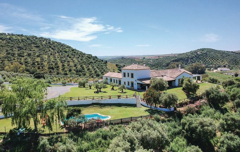 Charming holiday home rental for groups, rural located between Seville, Ronda and Malaga, with pool