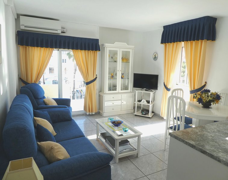 Minerva Apartment with Wi-Fi, holiday rental in Benalmadena