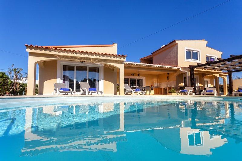 Villa Canelas, vacation rental in Montes de Cima