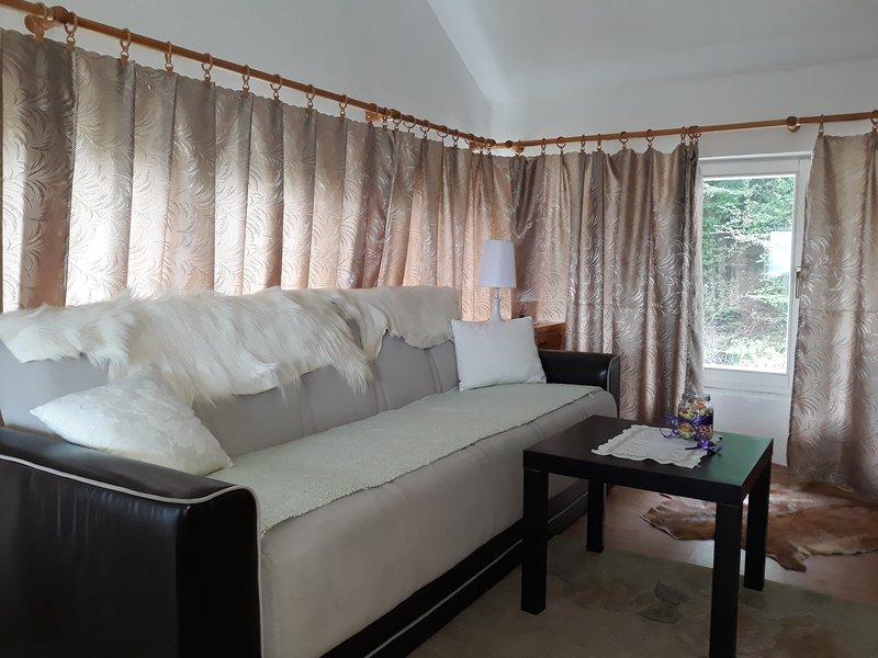 trokrevetna  soba sa pogledom na vrt, holiday rental in Ilijas