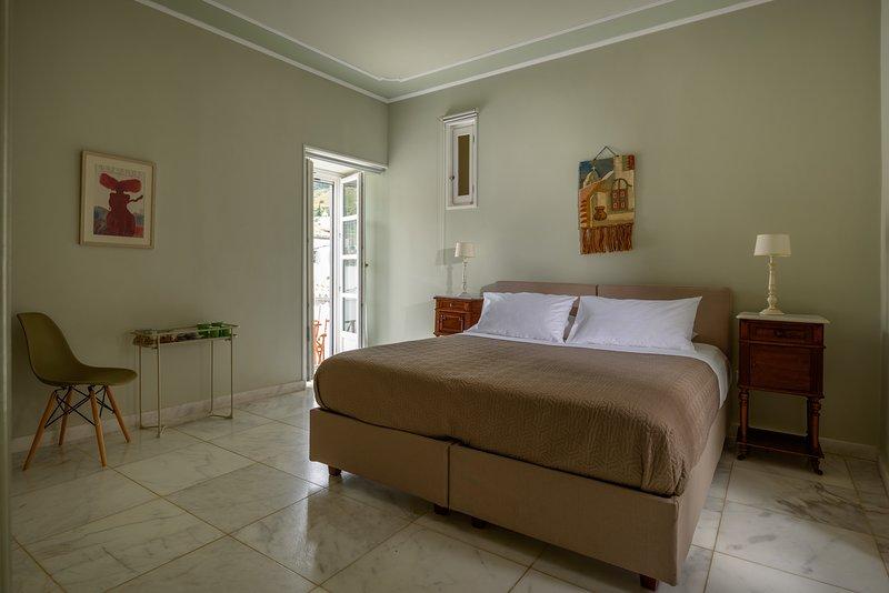 Hydras Chromata - Double room with a balcony, holiday rental in Hydra