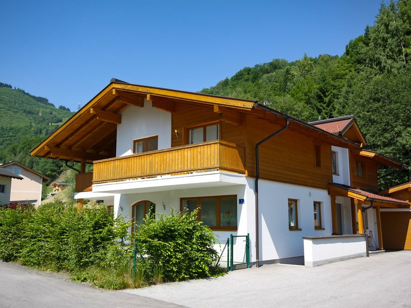 Haus Tuer - 5 Star, holiday rental in Kaprun