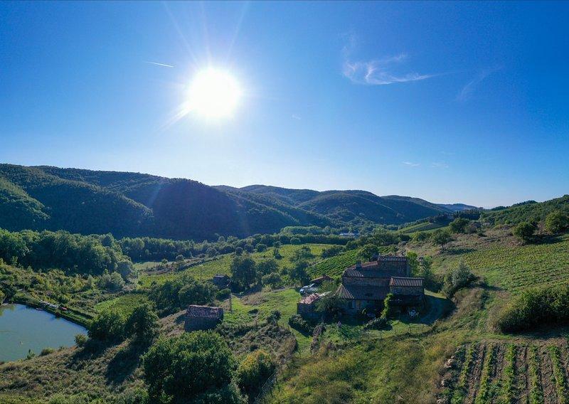Balz Tuscan farmholiday Chianti  with pond, location de vacances à Volpaia