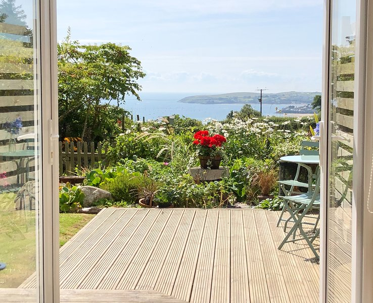 Mur Cwymp - Holiday Apartment - Stunning Location, holiday rental in Pwllheli