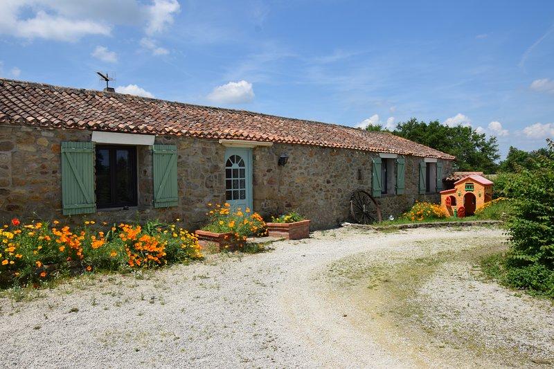 La Pomerie : Gite classé 3 étoiles   avec Piscine Chauffée proche Puy du fou, vacation rental in La Chapelle-Gaudin