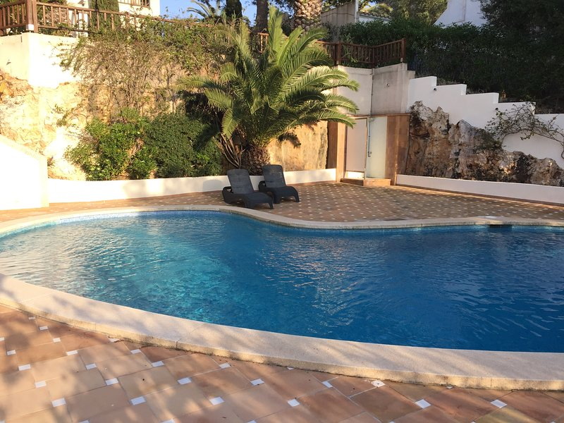 Exclusivo apartamento con salida a la playa, location de vacances à Cala d'Or
