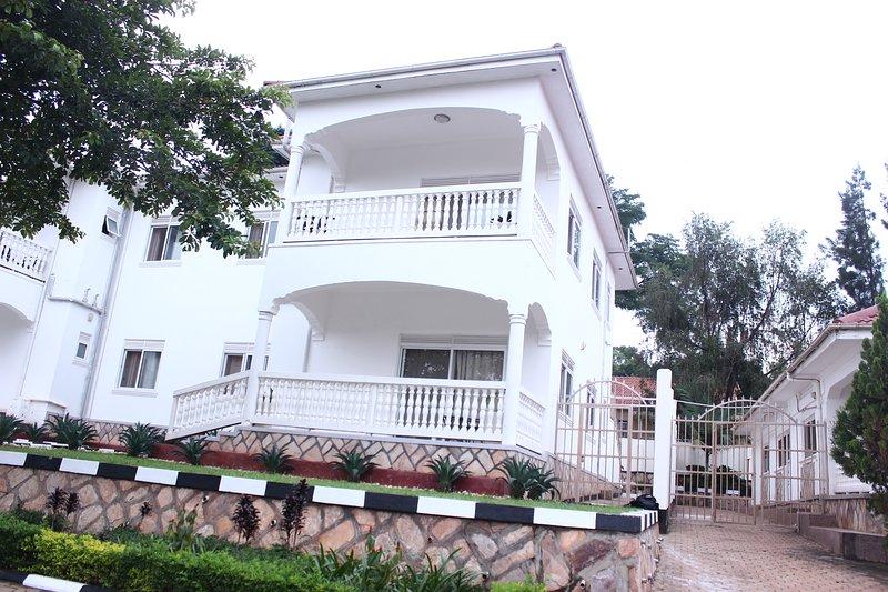 Muyenga Vacation Home - Premium Apartment, 2 Bedrooms, Ensuite, location de vacances à Kampala