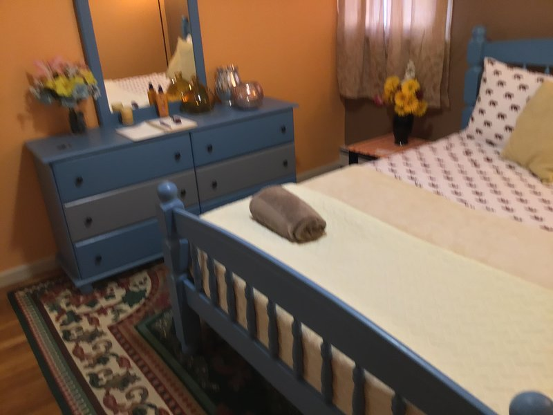 Serene Room 4 mins from JFK/ 15 mins from LGA , 10 mins from Resort World Casino, location de vacances à Little Neck