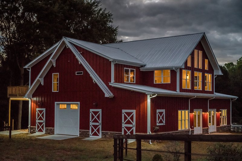 Barndominium for 2 - upscale farm, animal friendly, vacation rental in Hickory Flat