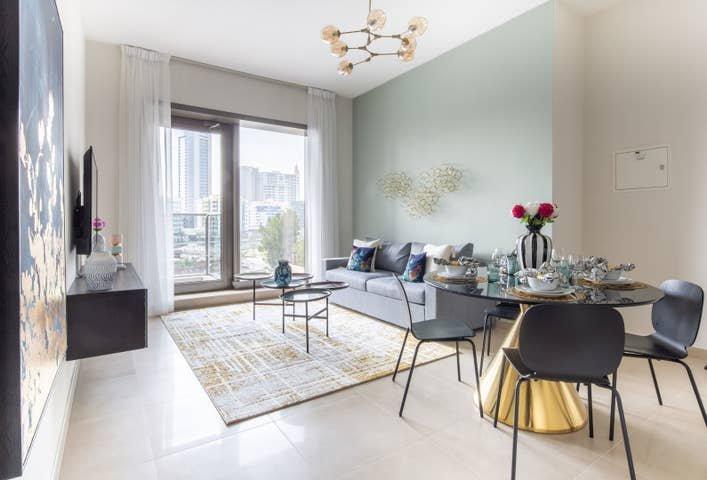 Luxurious 1BR Apartment with Stunning Marina Views, alquiler de vacaciones en Jebel Ali