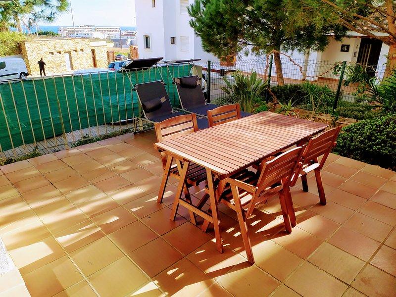 Precioso apartamento de dos dormitorios con amplia terraza en urbanización ideal, holiday rental in La Cala de Mijas