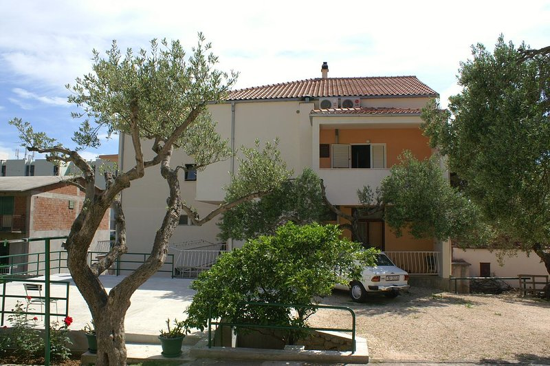 Tucepi Apartment Sleeps 2 with Air Con - 5461098, holiday rental in Tucepi