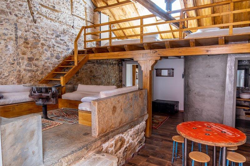 Terra Lodge - Lagar (Casa 2), holiday rental in Casais de Sao Lourenco