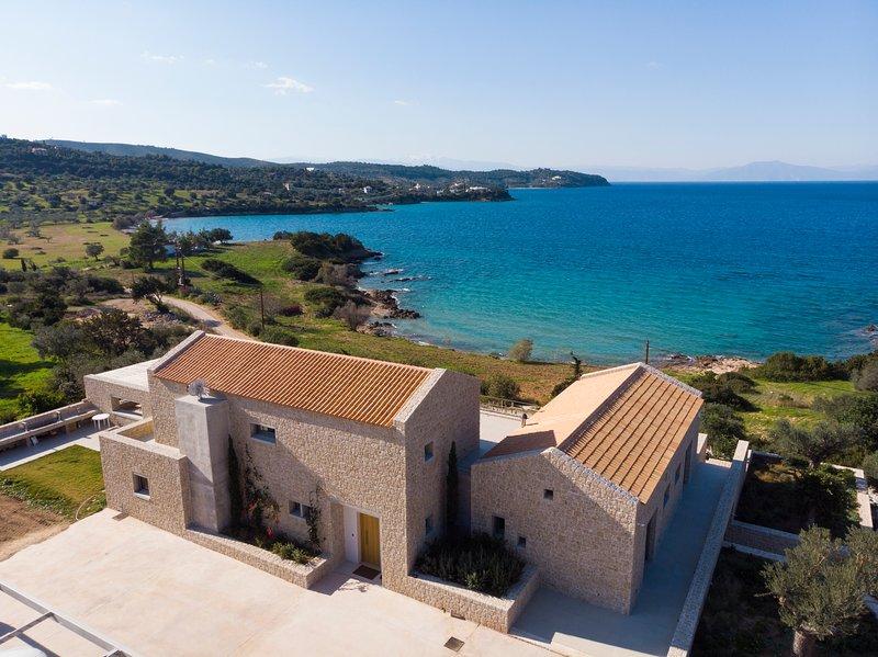 Villa Olea - Luxury Villa with Swimming pool, Tennis court & Beach Volley, location de vacances à Iria