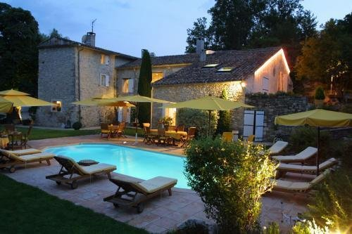 Amazing studio with shared pool, casa vacanza a Forcalquier