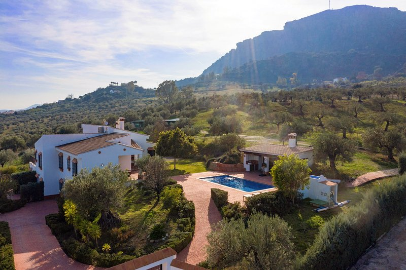 Villa mantequilla stunning country location on the edge of Alora town, holiday rental in Alora
