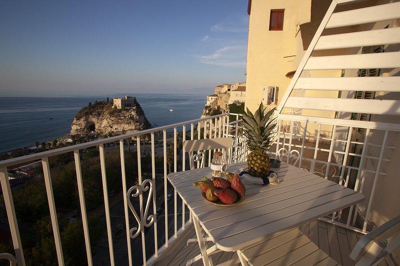 Le Tolde Del Corallone La Pinta a picco sul mare, Ferienwohnung in Tropea