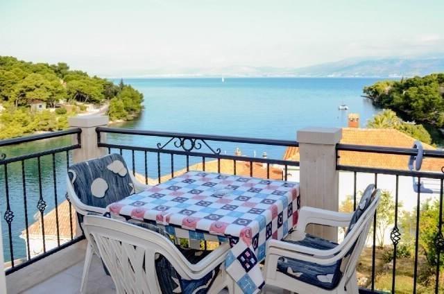 Amazing apartment with sea view, holiday rental in Splitska