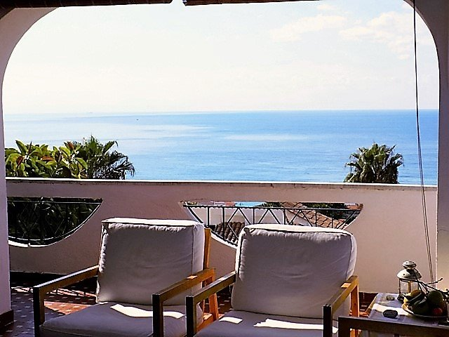 Apartment in villa 350 meters from the sea, splendid view of the bay Med'1, location de vacances à Capo Vaticano