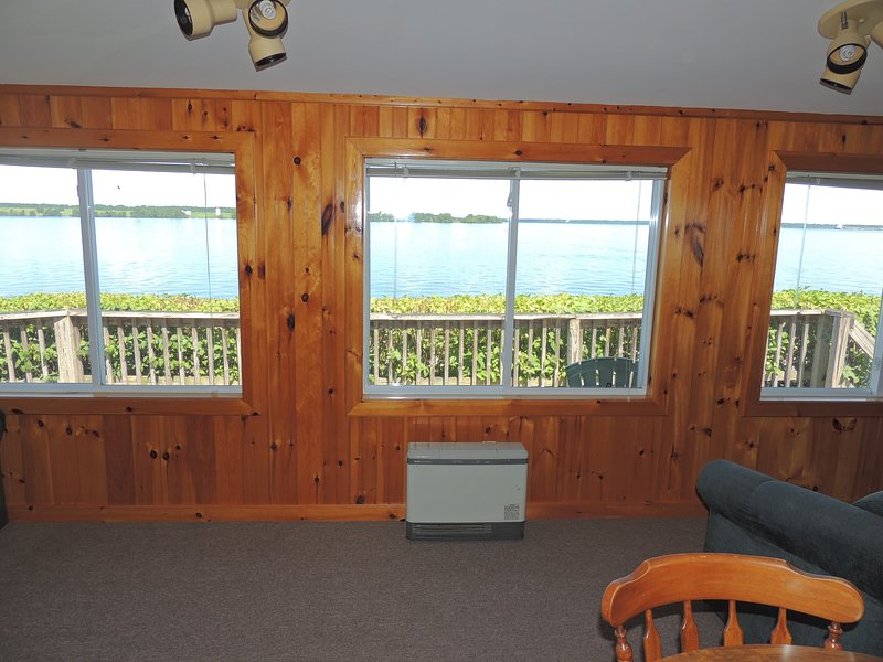 Quaint waterfront 3 bedroom/1 bath cottage #1, holiday rental in Sackets Harbor