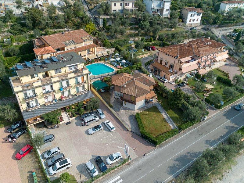 Casa Alkea Appartamento Attico -  Meravigliosa Vista sul Lago – semesterbostad i Brenzone sul Garda