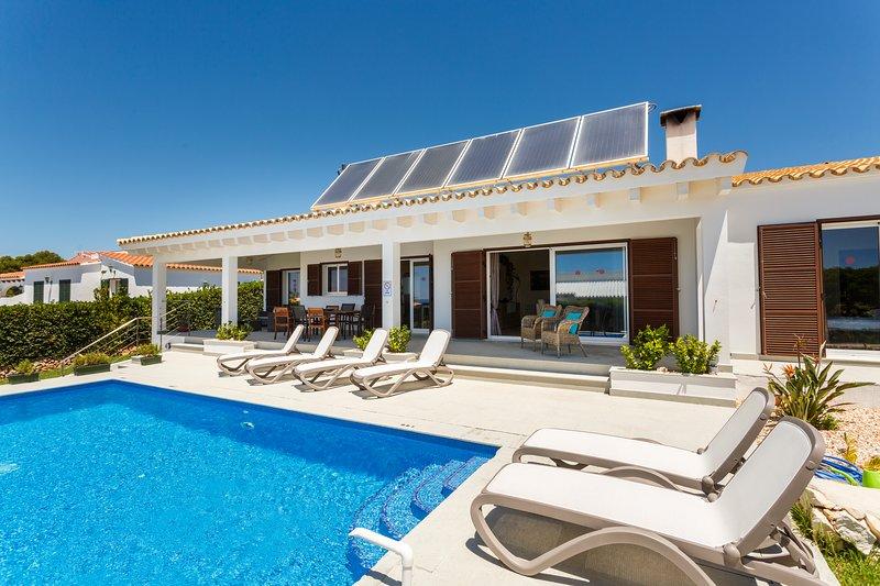 Villa Binisole Piscina Jardin Privado a 500 metros playa Binibeca, location de vacances à Binibeca