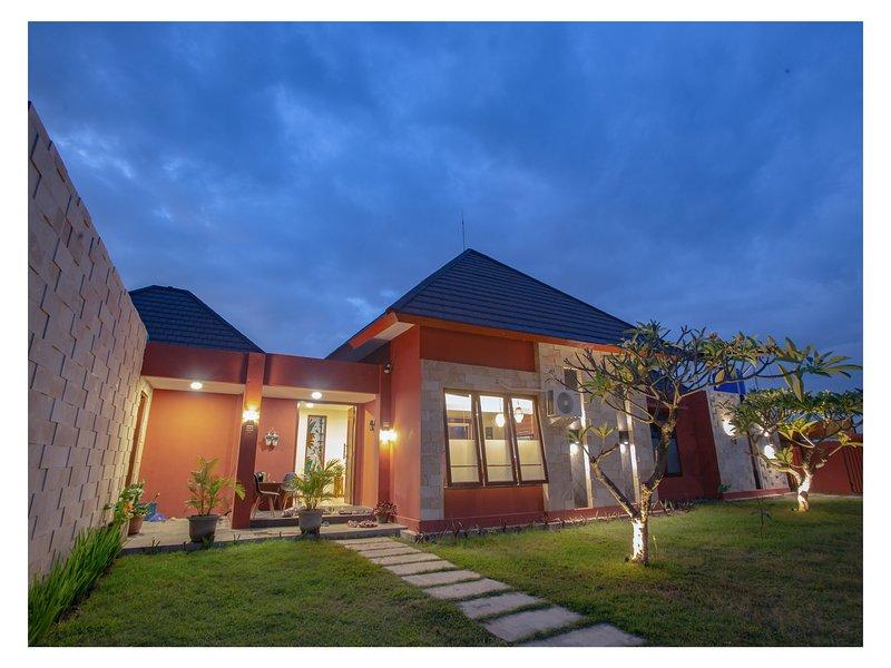 Dawn Light Villa Sira Tanjung, North of Lombok, alquiler vacacional en Tanjung