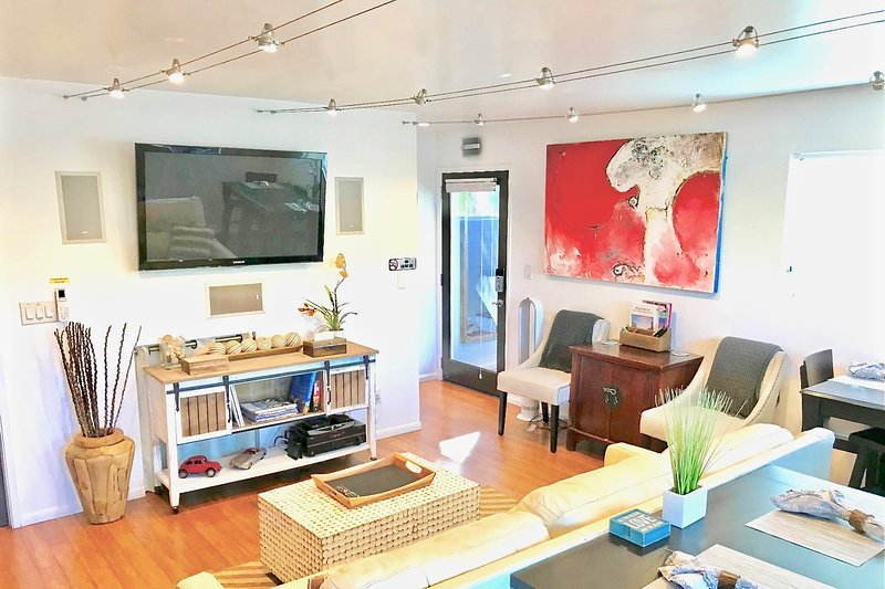 ❤️Venice Beach Gem w/Yard, near Abbot Kinney & Canals  (2 bedrooms, 6 guest max) – semesterbostad i Los Angeles
