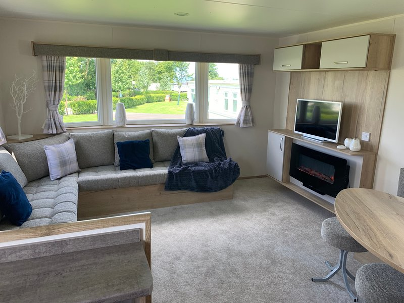 Luxury Holiday Home Seton Sands, holiday rental in Gifford
