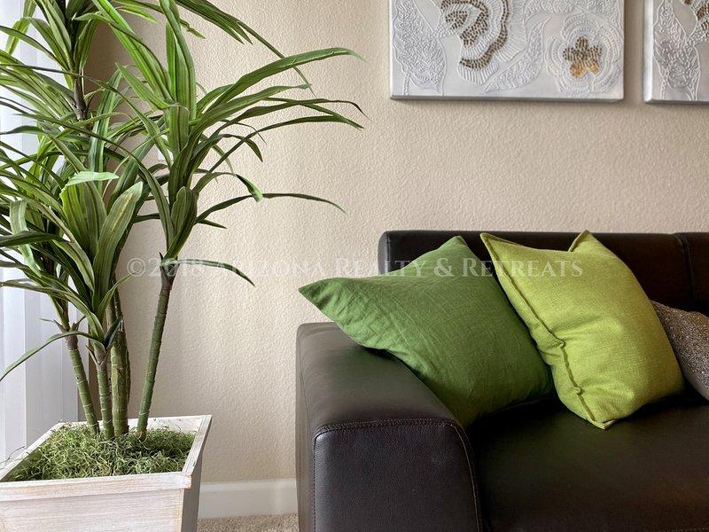 Updated Top Floor 2 Bedroom Overlooking Resort Style Pool, holiday rental in Tempe
