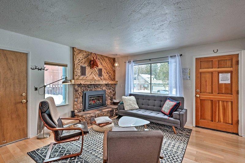 NEW! Peaceful Upscale Ski Cabin, 11 Mi to Heavenly, alquiler vacacional en Twin Bridges