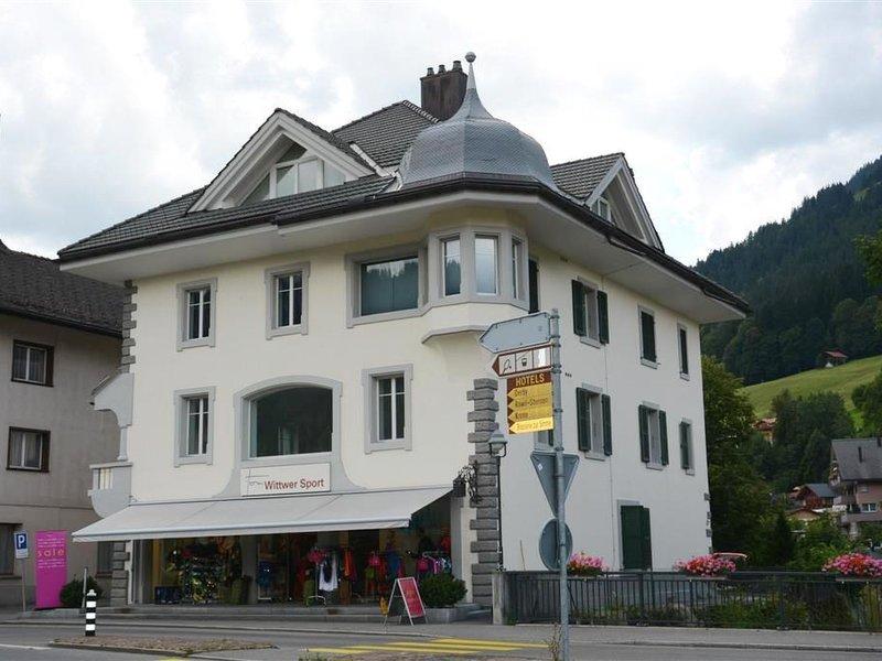 Haus am Bach, holiday rental in Zweisimmen