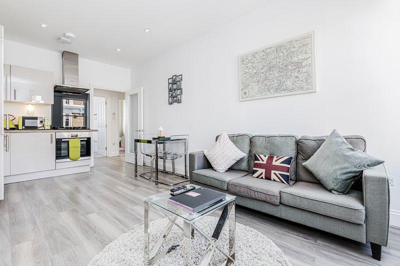 2 Bed Stylish Modern Notting Hill Portobello Apt, aluguéis de temporada em Willesden